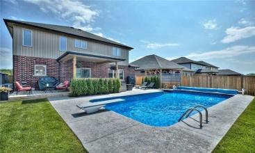 8 JULIA Drive, Welland, ON, 4 Bedrooms Bedrooms, ,3.1 BathroomsBathrooms,Residential,For Sale,JULIA,30812598